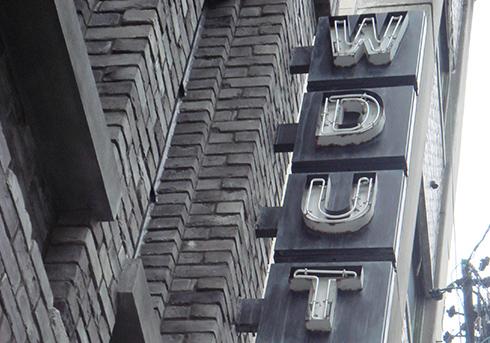 場所の顔となる看板・表札・電飾・サイン
