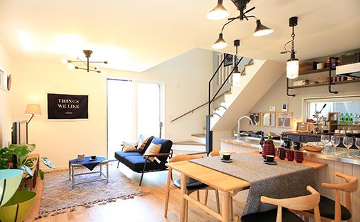 三角屋根の2階建て規格住宅「WRAPS NONAME WAREHOUSE」xブルックリンスタジオ